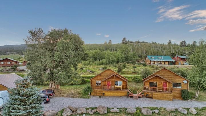 Cozy Cabin 3, Lake View near Yellowstone sleeps 6