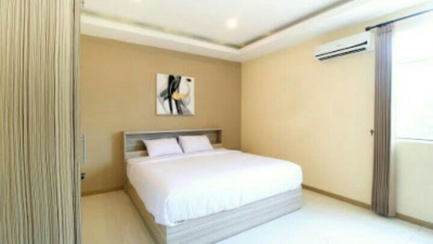 Cozy and Modern House Near Ciputra World Surabaya