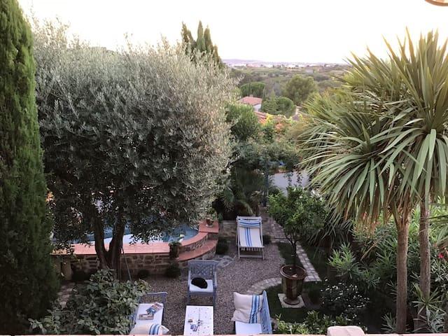 Magalas: Maison de village, Vue superbe Jardin Spa