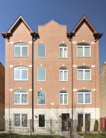 Modern 1bdr 2nd floor condominium - Chicago - Condominium