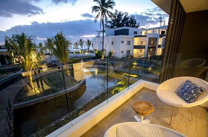 Latitude Luxury Beachfront Apartment -D17