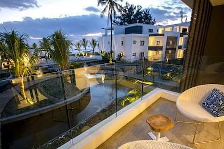 Latitude Luxury Beachfront Apartment -D17