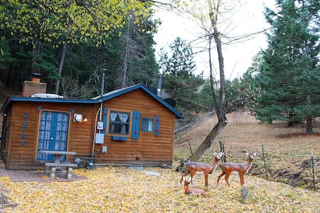 Cozy Tiny Cottage In Foothills of Golden - โกลเด้น