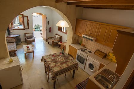 Niki's house. A very quiet place for relaxation - Douliana - House - 1