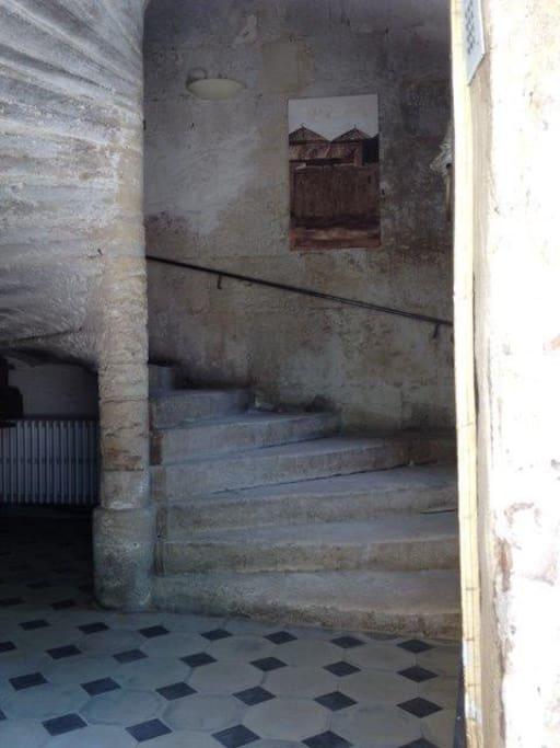 Esalier de la Tour du XIIeme siècle.