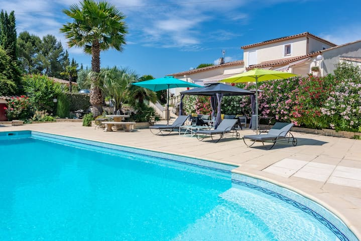 Villa RIVIERA with jacuzzi and pool in Sommières