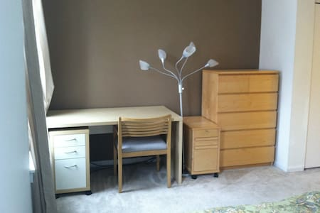 Private room with double bed for Hopkins visitors - Baltimore - Sorház