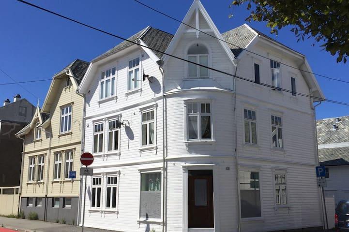 Romslig, lys og fin leilighet i Haugesund sentrum