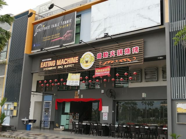 Famous Steamboat BBQ Restaurant (w/in walking distance)