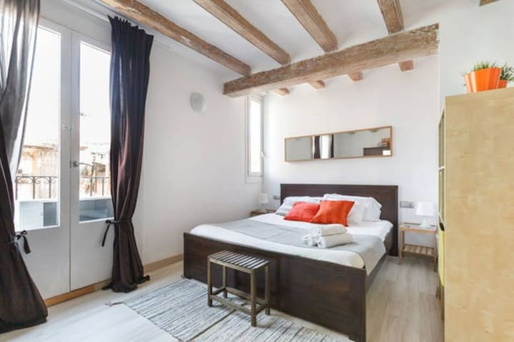 Nice apartment in Barcelona . El Raval . Long Term