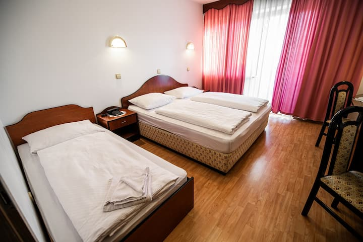 Triple room with balcony 13