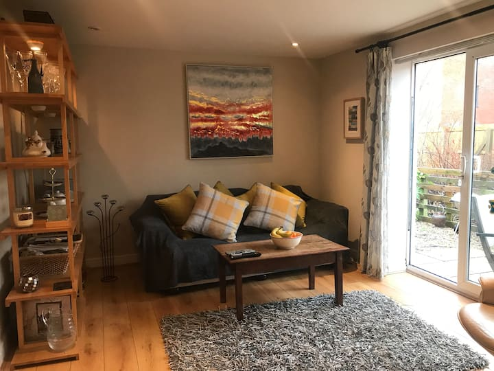 Llys Nant, comfortable home with brook views
