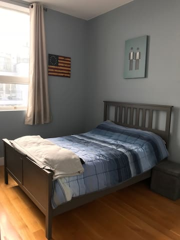 Private room in modern BK condo, 20 min to UNSQ