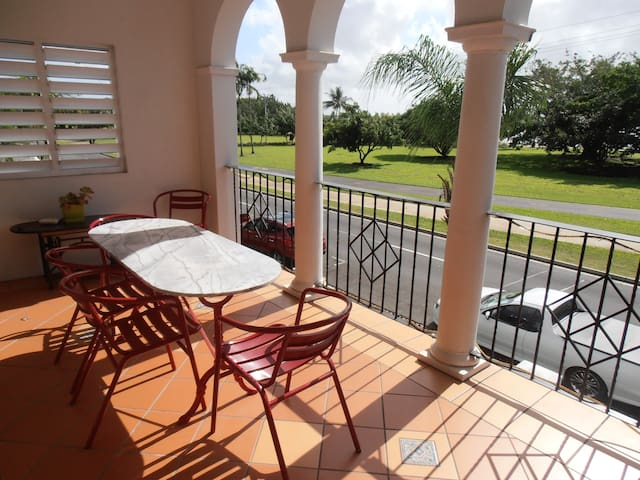 Relaxing and Cool villa in Cairns North