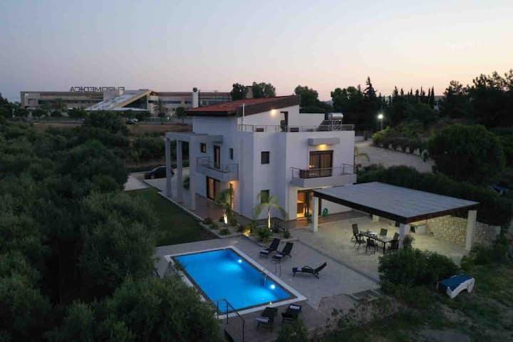 LaLuna Luxury Villa
