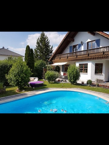 Warm private room in countryside - Bruckberg - Talo