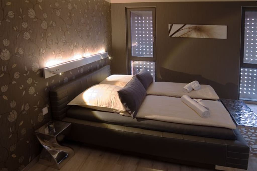 Schlafzimmer mit Doppelbett 160x200 cm