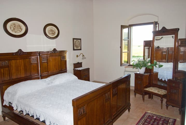 Cozy apartment in historic country house with pool - Cortona - Apartment
