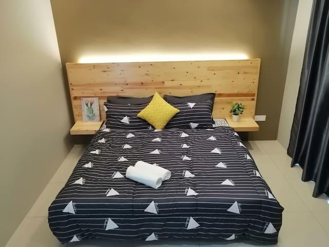 Master Room - King Bed