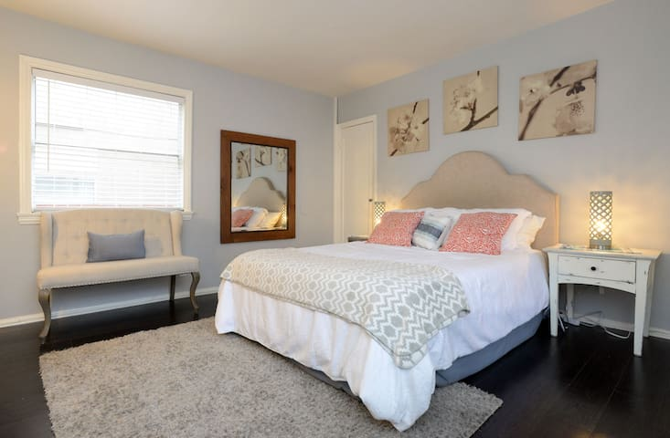 Clean California Comfort in the heart of Hollywood