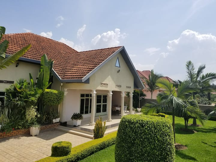 Bed and breakfast in a charming villa in Kigali