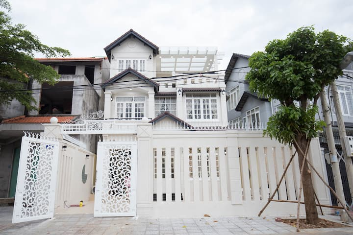 B14 The Phuong Nam Family Villa in Vung Tau