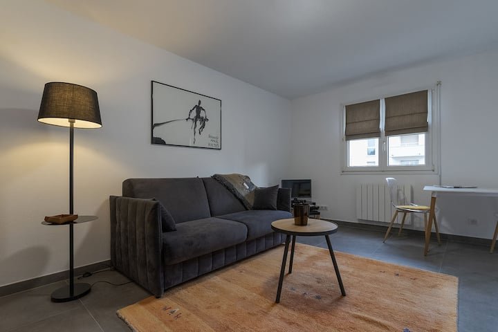 Studio in Haguenau, with wonderful city view, furnished balcony and WiFi