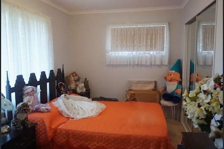 Clean single room - Loganlea - Casa