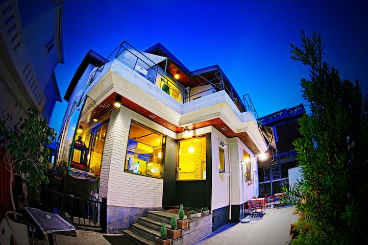 Guest house and Cafe in Suwon,Korea - 水原市 (スウォンし)
