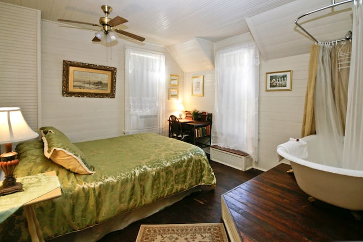 Amy's Guestroom at Spicer Castle Inn