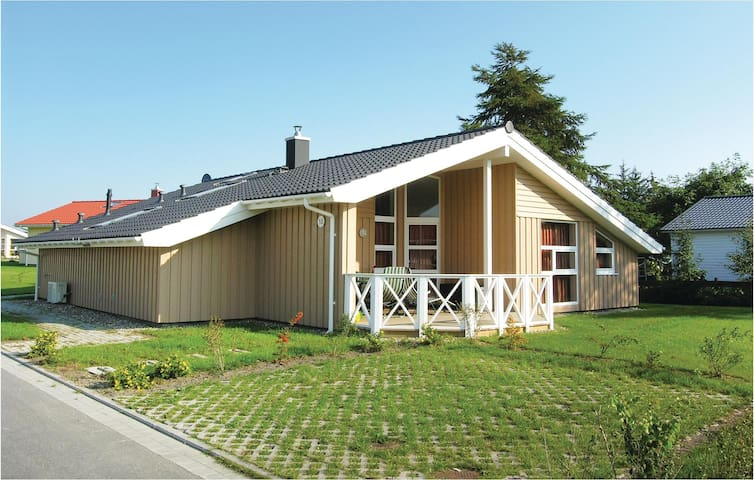 Holiday cottage with 4 bedrooms on 141 m² DSH125