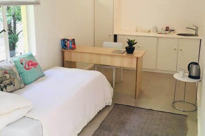 Relaxing Winelands Studio Apartment