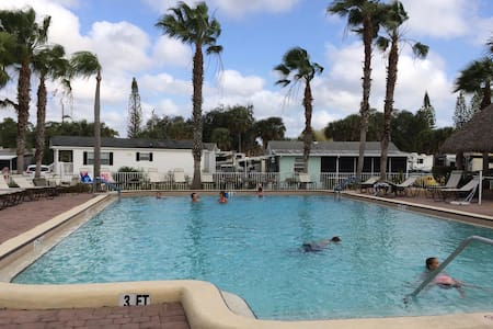 Park Model with lanai in RV Resort - North Fort Myers