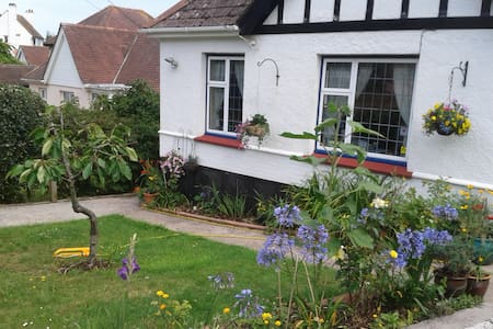 Bungalow with seaview & garden - Teignmouth
