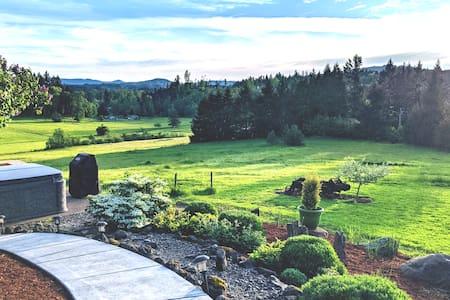 Peaceful Paradise! 2 bdrm on 15 acres w/ Hot tub