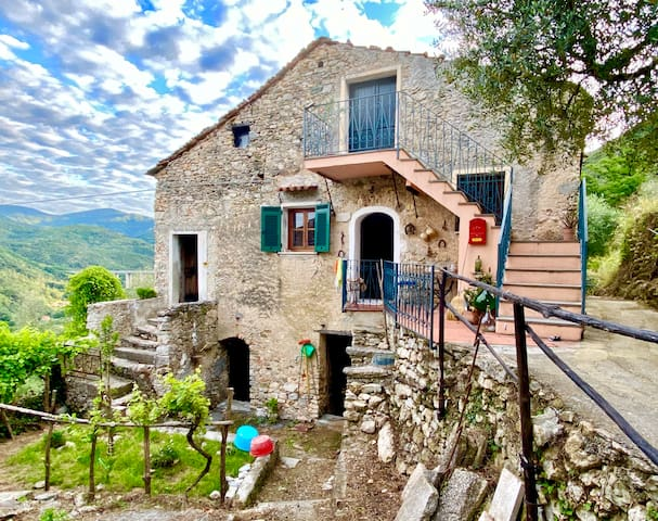 Rusticò Rocca: mare e monti in Liguria.