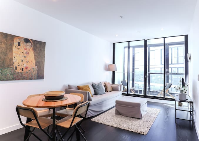 Elegant and Stylish Apartment+Infinity Pool VHW2Q1