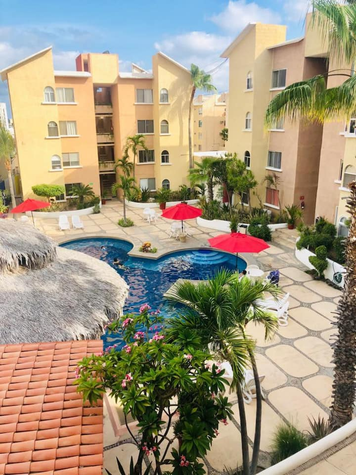 Cozy downtown apartment. Walking distance to beach
