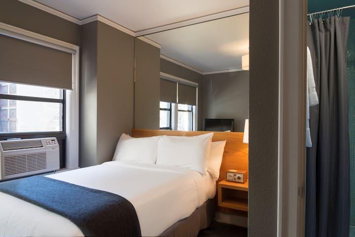 Hotel Max, Max King