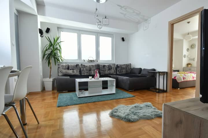New, Modern & Luxury Apartment in the City