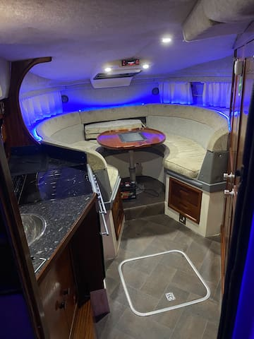 Party Boat 🎊🎈🎉😈