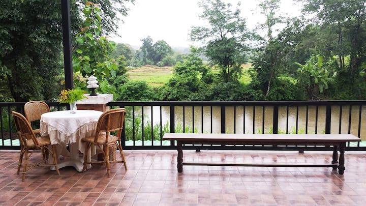 The Thai river house, la maison du bonheur.