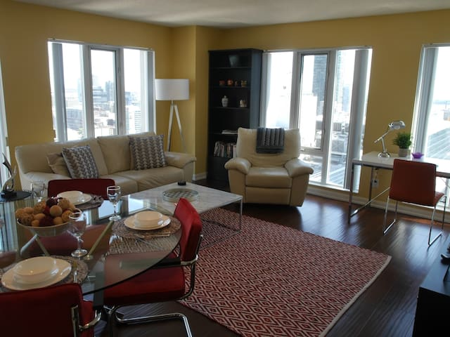 Gorgeous 2BR with Stunning Views + Parking!