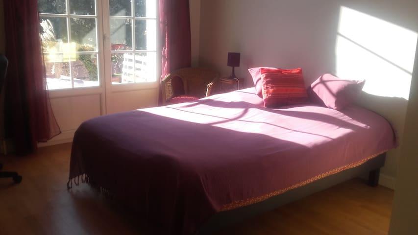 Chambre privée  dans maison individuelle avec cour - Fontanil-Cornillon - House