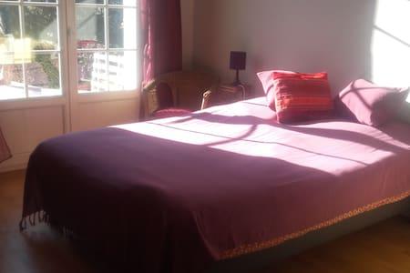 Chambre privée  dans maison individuelle avec cour - Fontanil-Cornillon - Ev