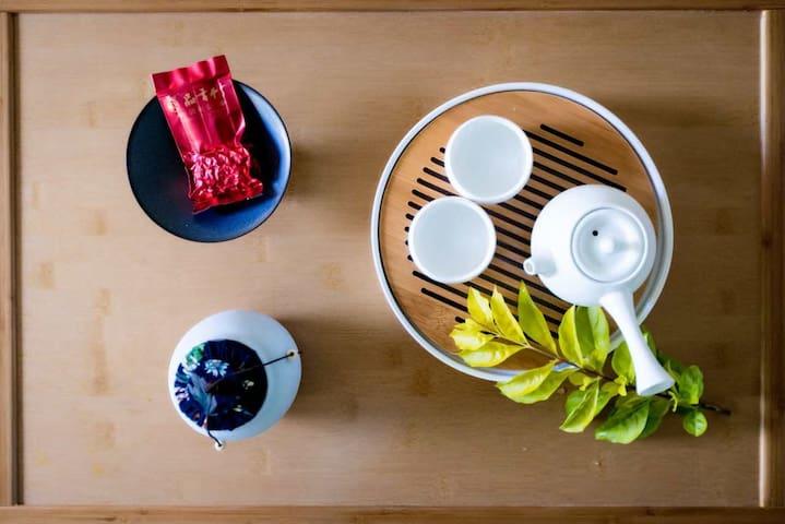 日式榻榻米大床。独立卫生间,提供茶具套装使用,速干毛巾和洗漱用品。
