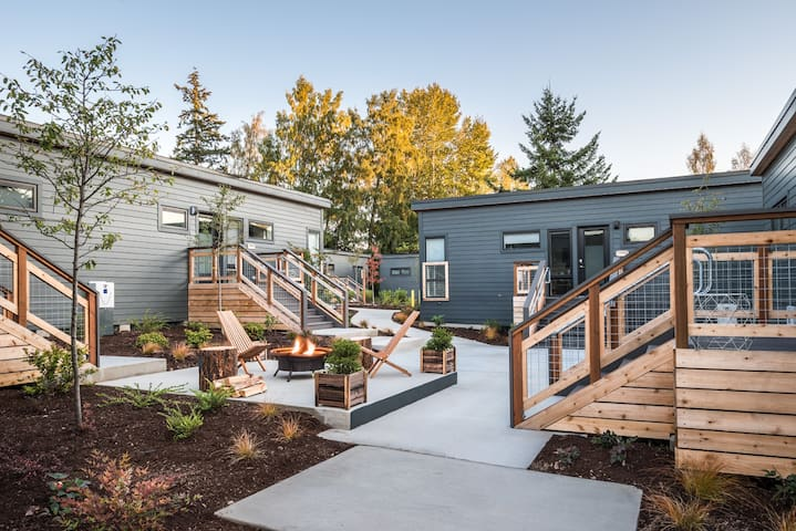 Lodges on Vashon - Meadow King 8