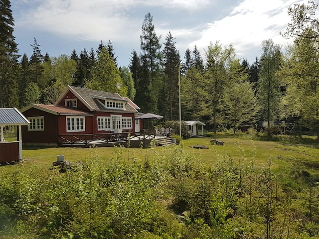Sommarhus/ summerhouse 5 min walk from lake Viken