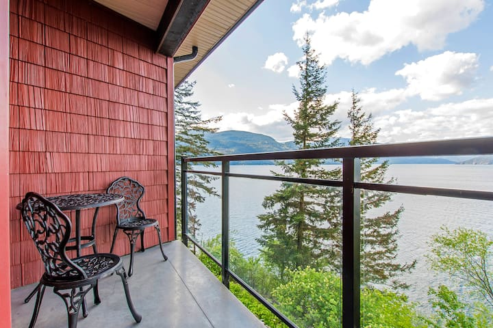 """The Lodge on Harrison Lake"" Guest Suite #2"