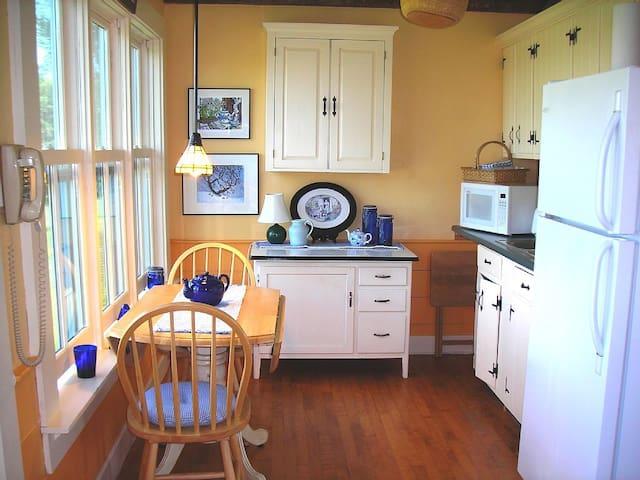 Classic Vermont Farmhouse, Craftsbury, Vermont - Craftsbury - Casa